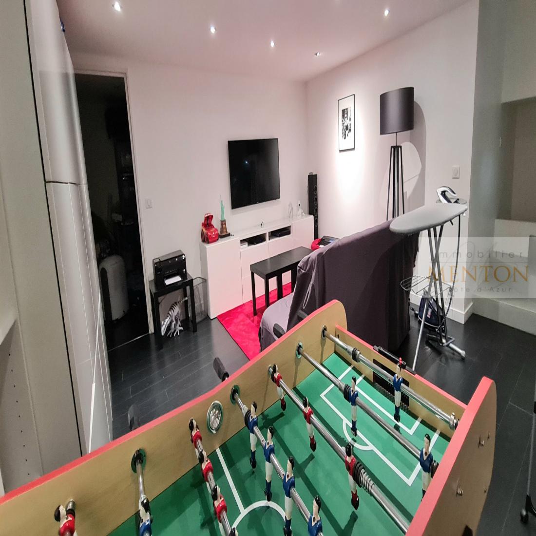 salle de jeux   annexes de 24  14 m² laverie et stockage